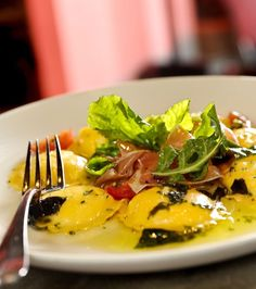 Ravioli de burrata, prato do restaurante Due Cuochi Cucina (Foto: Tadeu Brunelli / Editora Globo)