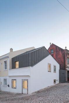 Single Family House in Rua Correnteza 21 by Humberto Conde, Arq. #architecture #minimalist
