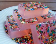 Soap with Sprinkles Homemade Soap Recipes, Homemade Gifts, Soap Cake, Easy Diy Christmas Gifts, Sprinkles, Organic Soap, Soap Packaging, Glycerin Soap, Candy Shop