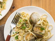 Linguine with White Clam Sauce Recipe : Food Network Kitchens : Food Network - FoodNetwork.com