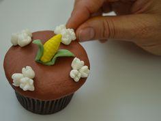 Passo a Passo Cupcake Milho com Pipoca por Elisabeth Teodoro
