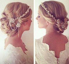 #TipsArianaBoda: Uno de los consejos más importantes es que no compres los complementos antes de elegir tu peinado de novia. Puede que compres unos pendientes o una tiara que luego no queden bien con tu peinado de novia.
