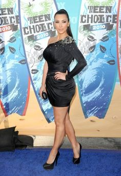 Kim Kardashian arrives at the 2010 Teen Choice Awards at Gibson Amphitheatre on August 8, 2010 in Universal City, California.