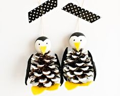 Winter tree crafts for kids pine cones 28 new ideas Penguin Christmas Decorations, Penguin Ornaments, Penguin Craft, Pinecone Ornaments, Diy Christmas Ornaments, How To Make Ornaments, Christmas Tree, Christmas Signs, Christmas Pine Cone Crafts