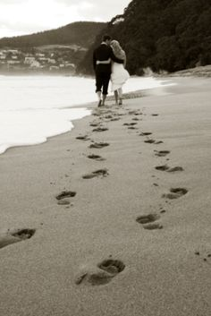 http://www.nuancephotography.co.nz/Bettina_Justin_Hahei_wedding_photographers_Whitianga_Cathedral_Cove.htm