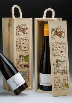 """Guten #Wein genießt man in besonderen Momenten und in schöner Umgebung – es bleibt die sinnliche Erinnerung an den edlen Geschmack. #Kunst bereichert jeden Raum um eine persönliche Note und schafft Atmosphäre. Was liegt da also näher, als die Sinnesfreuden """"Wein"""" und """"Kunst"""" miteinander zu kombinieren? Edition 2017 limitierte Auflage 50 Kisten #dreamweaver #Riesling #weinverbindet #weingutwerk2 #SittART #Rheingau #WeinKunstKiste #Rauhnächte #rituale"""