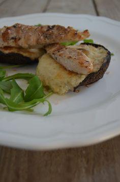 Portobello Mushroom stuffed with Cheese Sauce and Chicken Cheese Sauce, Portobello, Sandwiches, Stuffed Mushrooms, Chicken, Food, Stuff Mushrooms, Meals, Yemek