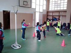 A Educació Física treballem els rebots de bàsquet!!