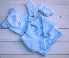 Bring baby home knitted clothes set // Baby boy layette // Hand knits for boys // Cute baby boy clothes // New born cute knits // Cute Baby Boy Outfits, Baby Layette, Baby Hands, Outfit Sets, Baby Knitting, Baby Blue, Knits, Cute Babies, Blue And White