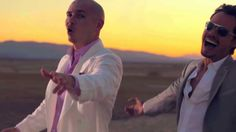 Pitbull Rain Over Me ft Marc Anthony full hd en el desierto , bajo la lluvia...  entre serpientes y escorpiones .. #SosElMasBello  <3