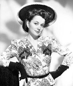 Olivia de Havilland ca. Old Hollywood Actresses, Old Hollywood Stars, Old Hollywood Movies, Classic Actresses, British Actresses, Golden Age Of Hollywood, Classic Hollywood, Actors & Actresses, Hollywood Divas