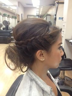 love this hair - wish I knew how to do! A relaxed and romantic up do