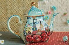 Купить или заказать Чашка 'Рига' в интернет-магазине на Ярмарке Мастеров. Чашка 'Рига' выполнена из костяного фарфора.Роспись ангобами,надглазурными красками. Является частью сервиза 'Рига'. Но также может быть и самостоятельным п…