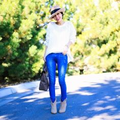 Bota cano curto cinza e jeans, Grey ankle boots and jeans