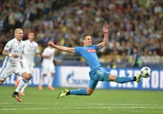Arkadiusz Milik (R) vies for the ball with Domagoj Vida (L) during their Champions League football match between FC Dynamo and SSC Napoli at the Olympiyski Stadium in Kiev on September 13, 2016. / AFP / SERGEI SUPINSKY