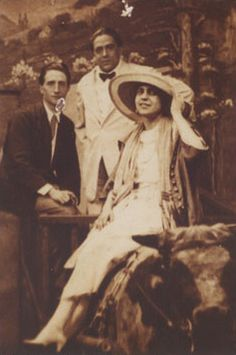 "The ""Real"" Rose Calvert from Titanic. Her real name was Beatrice Wood. She led such an interesting life.Marcel Duchamp, Francis Picabia and Beatrice Wood, 1917 Rms Titanic, Titanic History, Titanic Photos, Titanic Ship, Marcel Duchamp, Women In History, World History, Art History, Old Pictures"