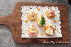 Christmas themed snack with laughing cow cheese Cow Cheese, Cute Food, Christmas Themes, Xmas, Lunch, Snacks, Cooking, Ideas Divertidas, Ethnic Recipes