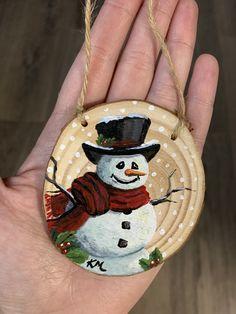 Painted Christmas Ornaments, Christmas Ornaments To Make, Hand Painted Ornaments, Wood Ornaments, Christmas Deco, Painted Snowman, Handmade Christmas, Christmas Crafts, Rustic Christmas