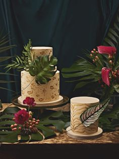 Animal print is having a moment, but why stick to animal print when you can have the whole jungle? Kick your wedding up a notch by incorporating the theme into the florals and decor for a vibe that's deeply dramatic…Read more › Pretty Wedding Cakes, Unique Wedding Cakes, Jungle Love, Flower Company, Sugar Craft, Cake Videos, Toronto Wedding, Sugar Flowers, Cake Tutorial