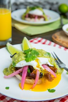 Carnitas Eggs Benedict - see separate recipes for pickled onions & salsa verde pinned here. Crispy carnitas served on a lightly toasted English muffin with a poached egg, pickled red onions and avocado salsa verde. Egg Recipes, Brunch Recipes, Mexican Food Recipes, Breakfast Recipes, Cooking Recipes, Healthy Recipes, Healthy Foods, Carnitas, Salsa Verde