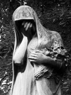 Google Image Result for http://www.gothic-culture.com/images/stories/tourism/Europe/Pere_Lachaise_cemetery/Crying_statue_peche_Lachaise_cemetery.jpg