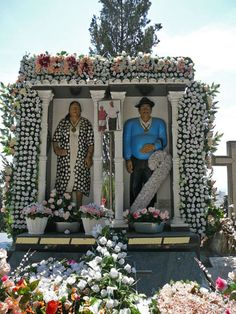 Gypsy's grave with full-sized colorful renditions of the deceased.