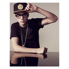 An image of Justin Bieber ❤ liked on Polyvore featuring justin bieber, justin, people and pictures