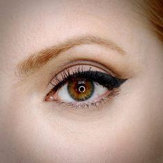 Julia Petit olhos camurça com delineador