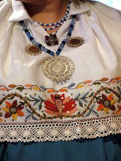 käised, detached sleeves worn like a short blouse on a sleeveless shirt. North Estonia rahvarõivakooli lõpetajad - Tallinn 2012 by pitsimeister, via Flickr