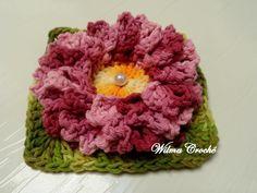Flor de crochê confeccionada em BARBANTE BARROCO.  Esta flor é ideal para você que sabe fazer crochê; Mais não gosta ou não sabe fazer flores. Pois elas podem ser usadas na confecção de muitos produtos como:  Tapetes, almofadas, caminho de mesa, centros de mesas, cortinas e etc...  Se você quer concluir trabalhos belíssimos...  Então esta é uma ótima oportunidade. Compre flores já prontinhas e depois é só utilizá-las na confecção de suas peças.  Eu garanto que qualquer trabalho ficará ...