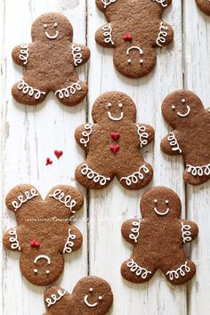 Gingerbread cookies = our favorite holiday treat Christmas Sweets, Christmas Gingerbread, Christmas Cooking, Christmas Goodies, Christmas Christmas, Gingerbread Man Cookies, Xmas Cookies, Sugar Cookies, Illustration Noel