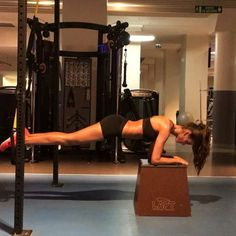 Izabel Goulart working out- WOW!!