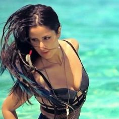 HOT PHOTO FEATURE! Katrina Kaif \'S\'exposing on Beach