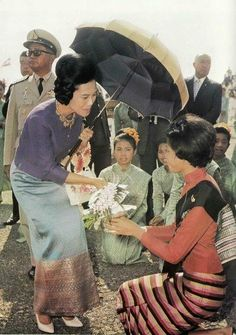 Her Majesty Queen Sirikit Of Thailand King Of Kings, My King, King Queen, Visit Thailand, Thailand Travel, Thailand Fashion, King Rama 9, Thailand Adventure, Queen Sirikit