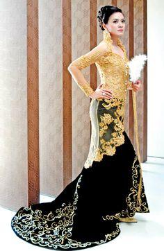 gold lace over black velvet. so dramatic.