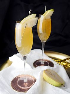 Spiced Pear Fizz Cocktails