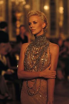 Charlize THERON the most beautiful woman in Hollywood! Beautiful People, Beautiful Women, Gisele Bündchen, Ellie Saab, Mannequins, Look Fashion, High Fashion, Luxury Fashion, Fashion Deals