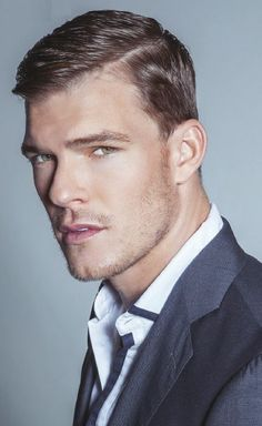 Alan Ritchson / he will always be aqua man to me, but damn he is great as Thad