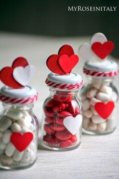 My RoseinItaly: Handmade Valentine: segnaposto per San Valentino Kinder Valentines, Valentines Day Gifts For Him, Valentines Day Party, Valentines Day Decorations, Valentine Day Crafts, Handmade Valentine Gifts, Valentine Gift Baskets, Valentine's Day Gift Baskets, Candy Bouquet Diy