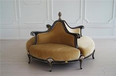 Looking for a lovely divan to complete your living room? How about the Boudoir Divan by Mantellassi It is a perfect centerpiece that makes a great st Furniture Styles, Sofa Furniture, Custom Furniture, Furniture Design, Wedding Furniture, Velvet Furniture, Vintage Sofa, Sofa Design, Interior Design