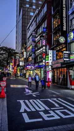 I want to be here badly ♥️ End of the walk in Myeongdong. von Made Yudhistira Back in 2014 autumn in Myeongdong Seoul. Time shows the sky was getting dark as it's like evening, the shop's neon lights were on while the. City Aesthetic, Korean Aesthetic, Travel Aesthetic, Night Aesthetic, Aesthetic Anime, Seoul Photography, South Korea Photography, Seoul Korea, South Korea Travel