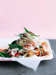 Green Papaya Seafood Salad by Donna Hay viafoodily Prawn Salad, Seafood Salad, Seafood Dinner, Healthy Dishes, Healthy Salads, Healthy Recipes, Donna Hay Recipes, Green Papaya Salad, Salad Bar