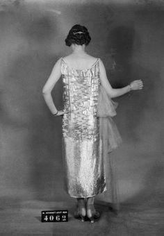 Madeleine Vionnet daté de 1924 1930s Fashion, Modern Fashion, Fashion Design, Spanish Hairstyles, 1920s Glamour, Spanish Woman, Girl Silhouette, Madeleine Vionnet, Vintage Fashion Photography