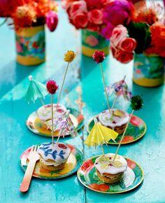 idées intéressante de déco de table d'été en couleurs vives