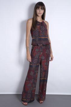 O macacão de cashmere plissado é exótico, sofisticado e uma peça-chave no seu guarda roupas de inverno.