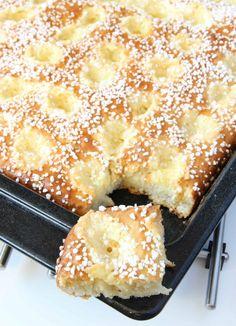 Sockerbulle med vaniljkräm Ca 30 st - Recept från myTaste No Bake Desserts, Delicious Desserts, Yummy Food, Baking Recipes, Cake Recipes, Dessert Recipes, Kolaci I Torte, Bread Bun, Sweet Pastries
