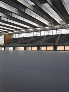 Centro Deportivo en Alcazar de San Juan / Rojo/Fernandez-Shaw