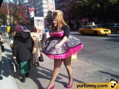 Nicki Minage concert on 2nd ave   yurfunny.com