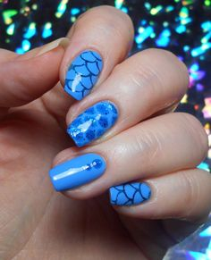 12 Mermaid scale clear vinyl nail stencils for nail art. Fish Scale Nails, Nail Stencils, Dry Nail Polish, Patterned Vinyl, Nail Patterns, Mermaid Scales, Adhesive Vinyl, How To Apply, How To Make