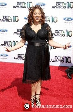 Kim Coles always looks amazing. We love this lace dress on her.